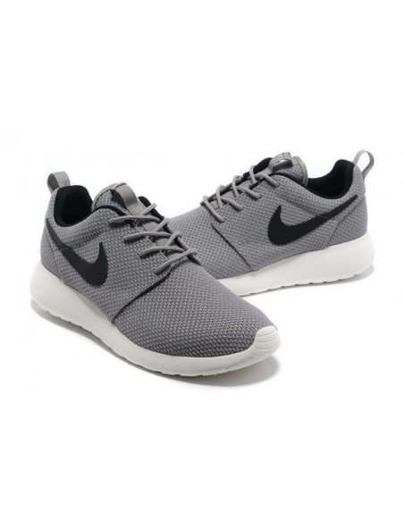 GREY NIKE ROSHE RUN